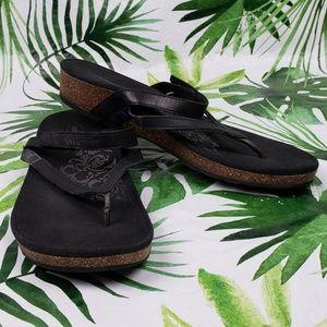 Aetrex ELIA black thong strappy sandals 8.5